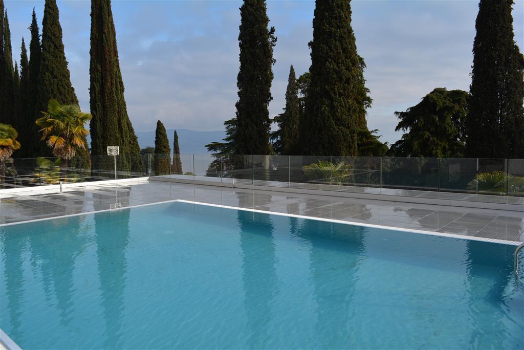 Appartamento in vendita a Gardone Riviera, 3 locali, prezzo € 195.000 | PortaleAgenzieImmobiliari.it