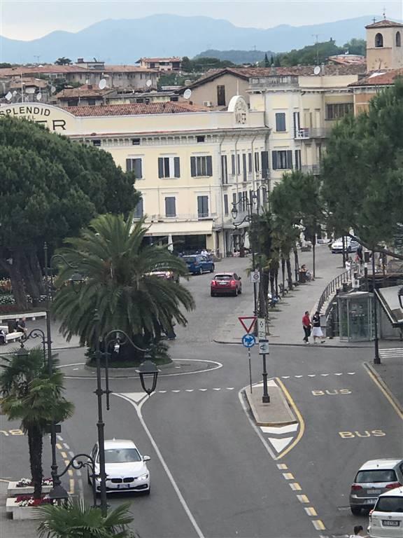Negozio / Locale in affitto a Desenzano del Garda, 1 locali, zona Zona: centri: Desenzano del Garda, prezzo € 2.000 | CambioCasa.it