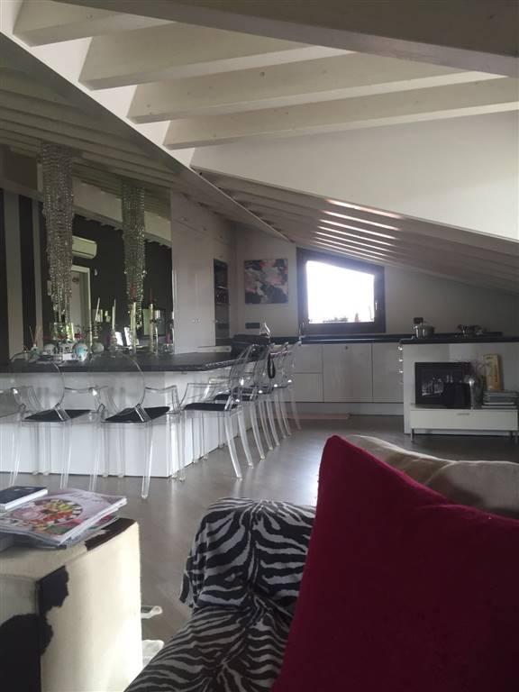 Attico / Mansarda in vendita a Desenzano del Garda, 4 locali, zona ri: Desenzano del Garda, prezzo € 450.000 | PortaleAgenzieImmobiliari.it