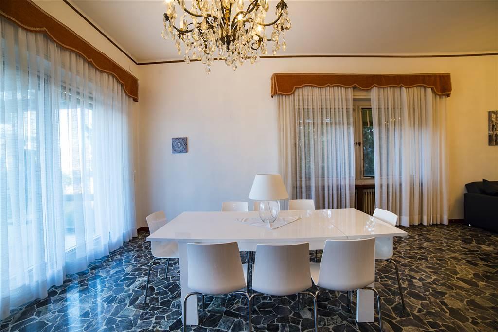 Foto tavola in soggiorno 1