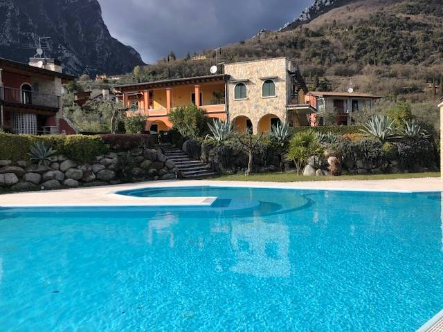 Foto esterni, piscina 2