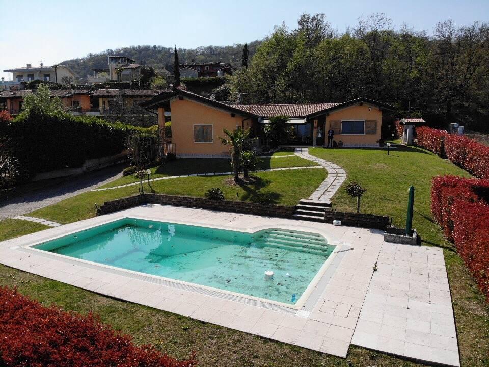 Foto  giardino e piscina 1