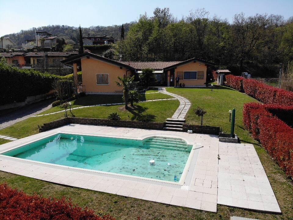 Foto giardino e piscina 2