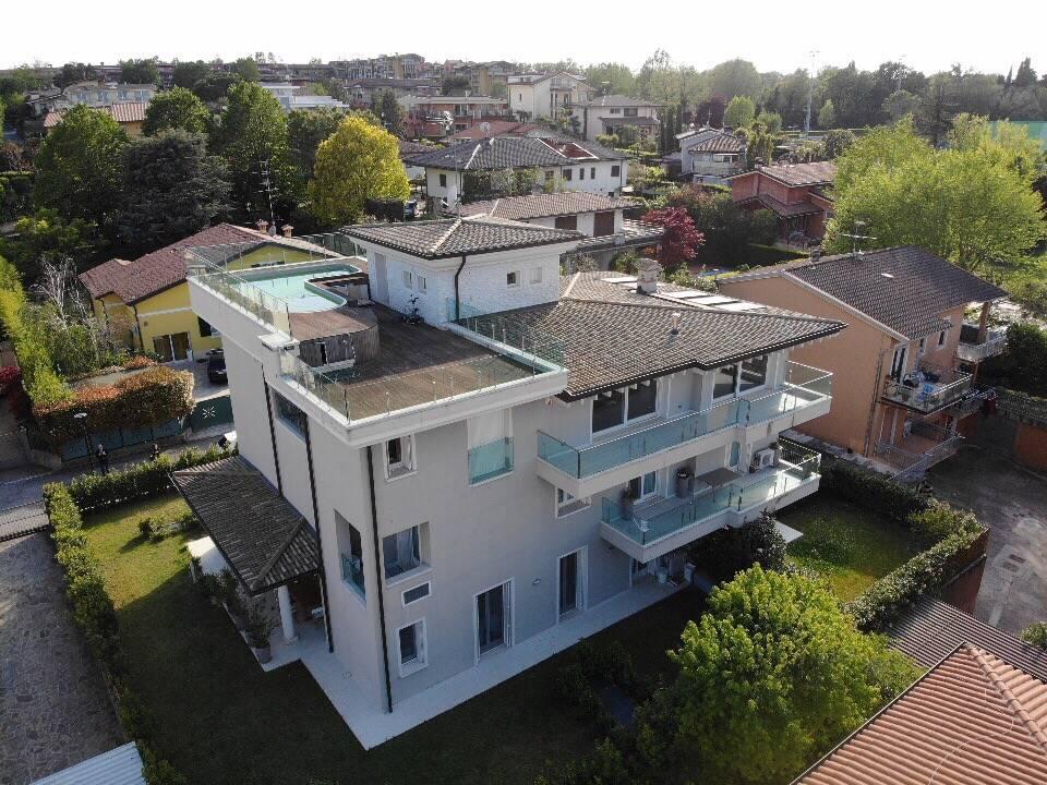 Attico / Mansarda in vendita a Desenzano del Garda, 5 locali, zona ri: Desenzano del Garda, prezzo € 1.600.000 | PortaleAgenzieImmobiliari.it