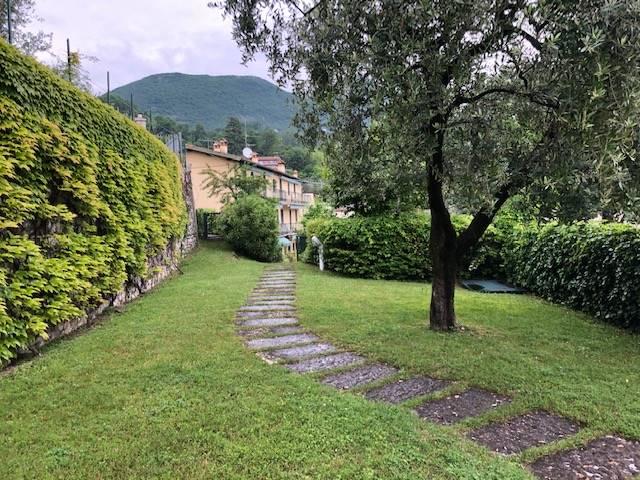 Appartamento in vendita a Gardone Riviera, 3 locali, zona Zona: Morgnaga, prezzo € 300.000 | CambioCasa.it