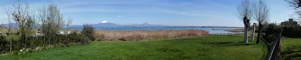 vista lago e giardino