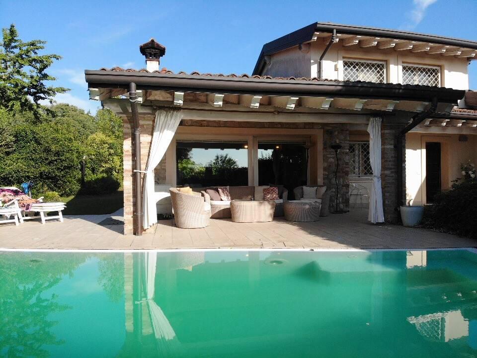 portico vista piscina