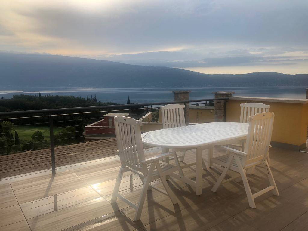 Appartamento in vendita a Toscolano-Maderno, 4 locali, zona na, prezzo € 530.000 | PortaleAgenzieImmobiliari.it