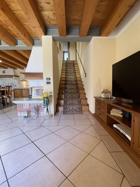 Foto scala per il piano primo dal soggiorno
