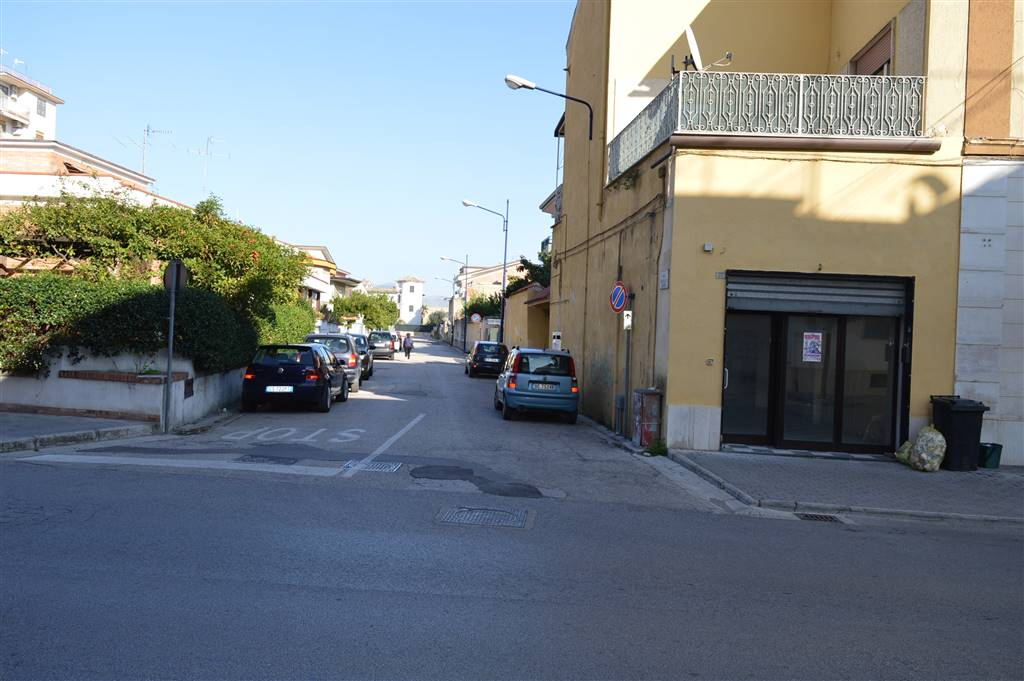 LF123-Locale Commerciale-CURTI-viale-Kennedy