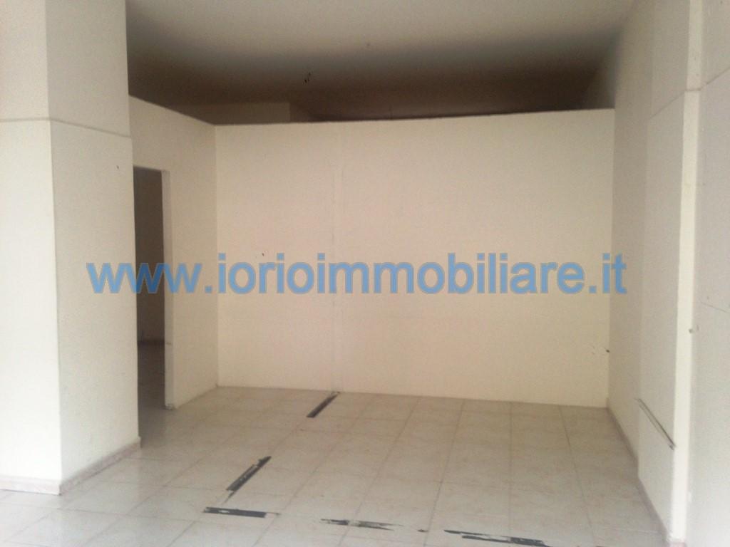 lf076A-Locale Commerciale-SANTA-MARIA-CAPUA-VETERE-via-eugenio-della-valle