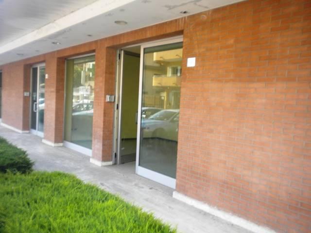 LV034-Locale Commerciale-SAN-PRISCO-via-gianfrotta