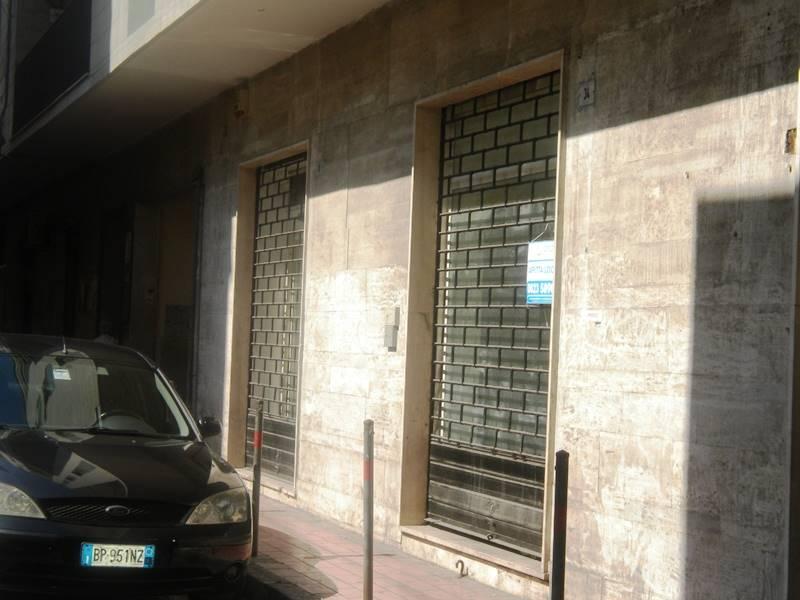 LV003b-Locale Commerciale-SANTA-MARIA-CAPUA-VETERE-via-Roberto-d'Angiò-
