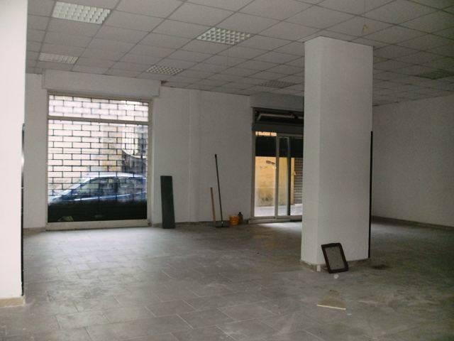 LV003b-Locale Commerciale-SANTA-MARIA-CAPUA-VETERE-via-Roberto-d'Angi�-