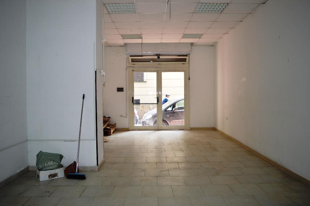 LV037-Locale Commerciale-SANTA-MARIA-CAPUA-VETERE-via-roberto-d'angiò-