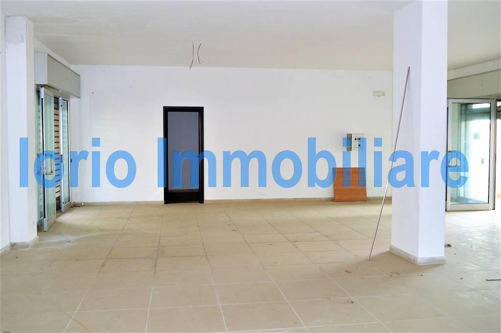 lf174-Locale Commerciale-SANTA-MARIA-CAPUA-VETERE-Via-caduti-di-Nassiriya