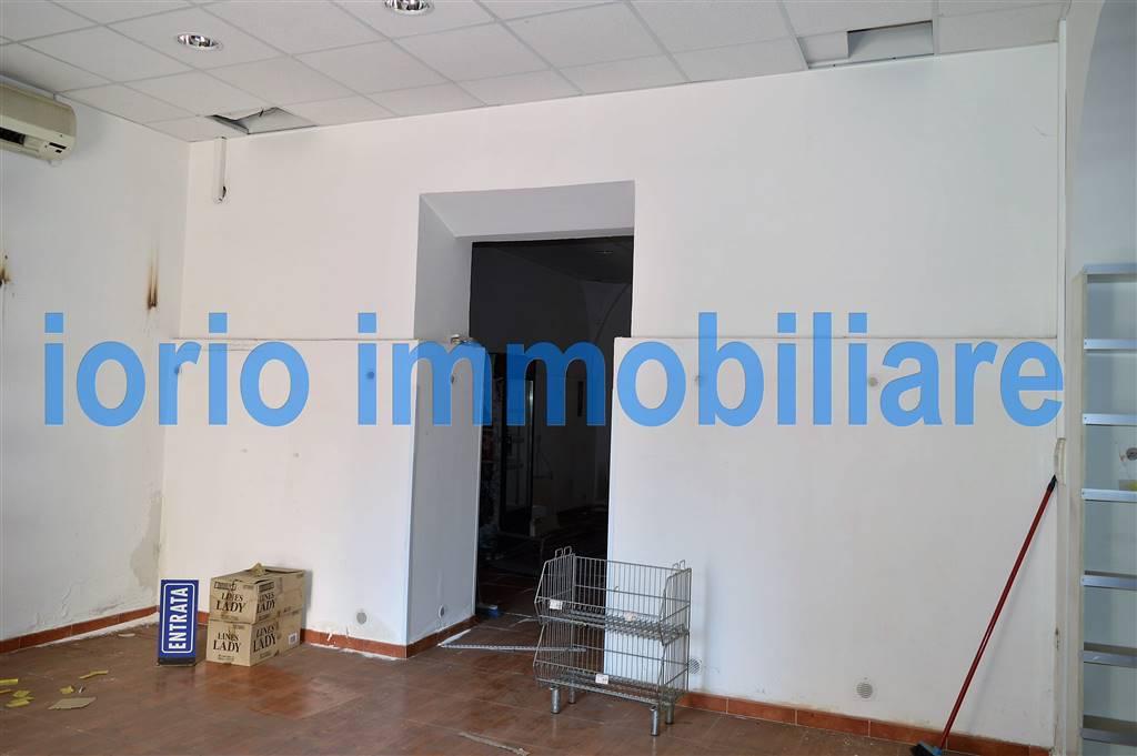 LV041-Locale Commerciale-SANTA-MARIA-CAPUA-VETERE-Via-Togliatti-