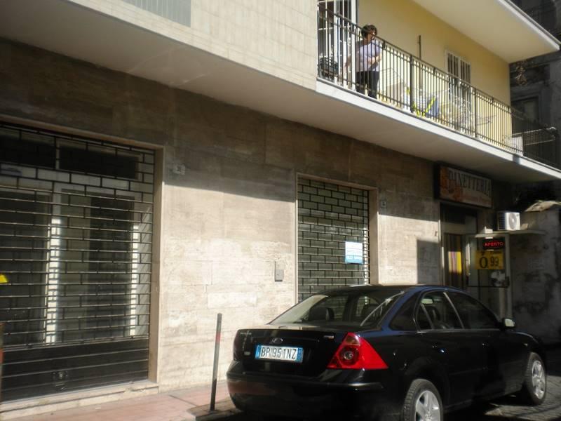 lf157A-Locale Commerciale-SANTA-MARIA-CAPUA-VETERE-via-roberto-d'angi�