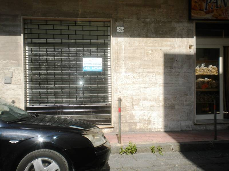 lf157A-Locale Commerciale-SANTA-MARIA-CAPUA-VETERE-via-roberto-d'angiò