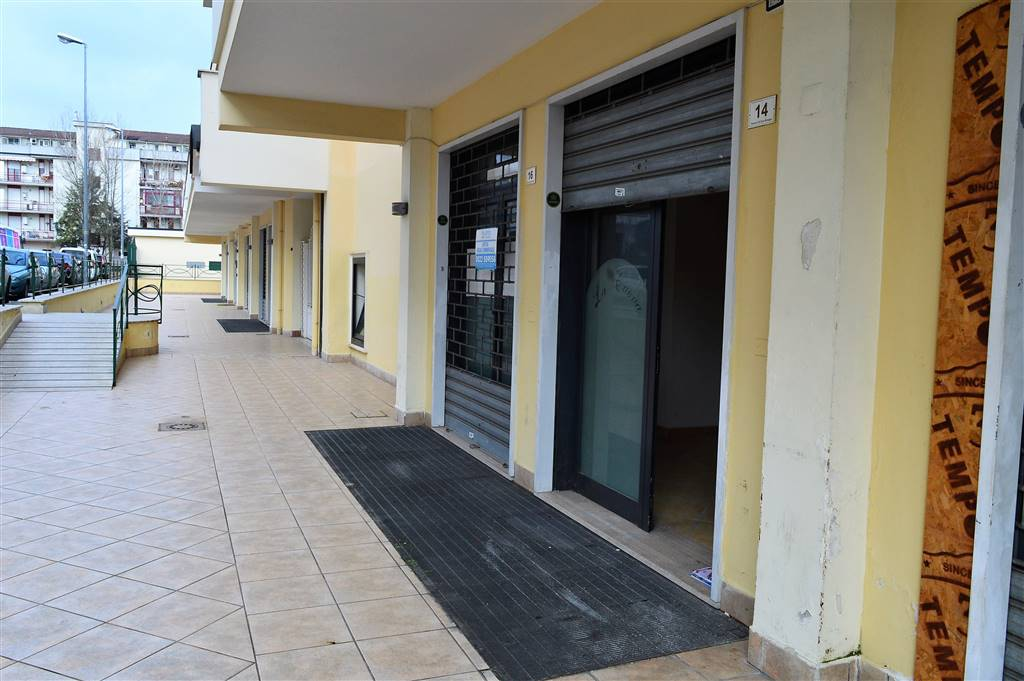 LV042-Locale Commerciale-SANTA-MARIA-CAPUA-VETERE-via-gran-bretagna