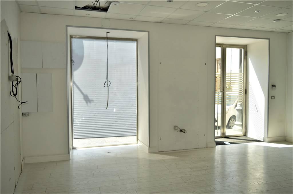 lf103d-Locale Commerciale-SANTA-MARIA-CAPUA-VETERE-Corso-Aldo-Moro