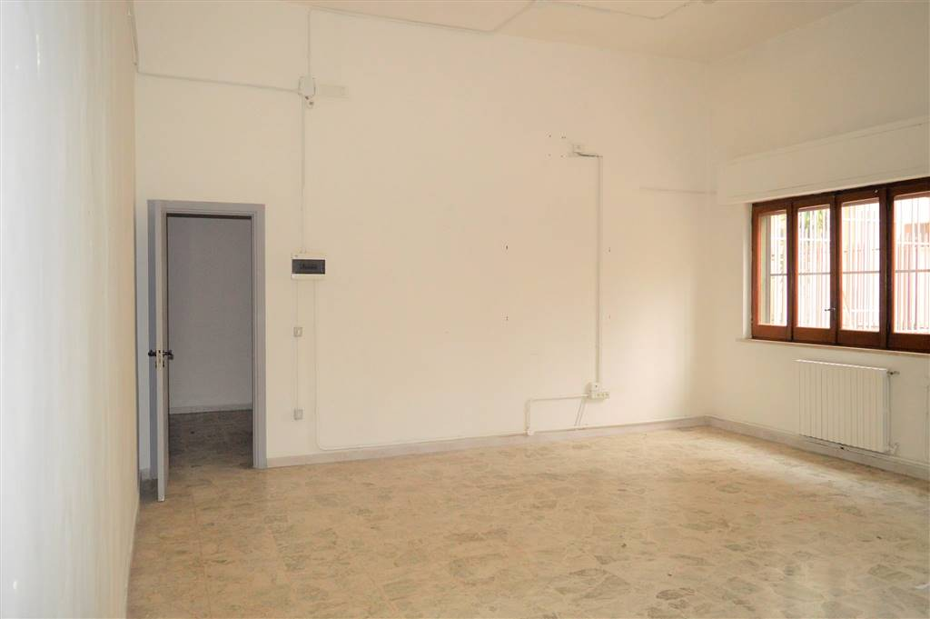 LF190-Locale Commerciale-SANTA-MARIA-CAPUA-VETERE-via-vittorio-emanule-II