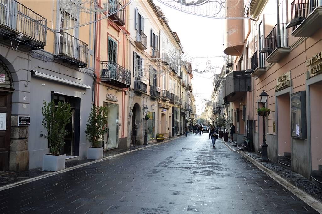 Negozio in Via Mazzini, Centro, Caserta
