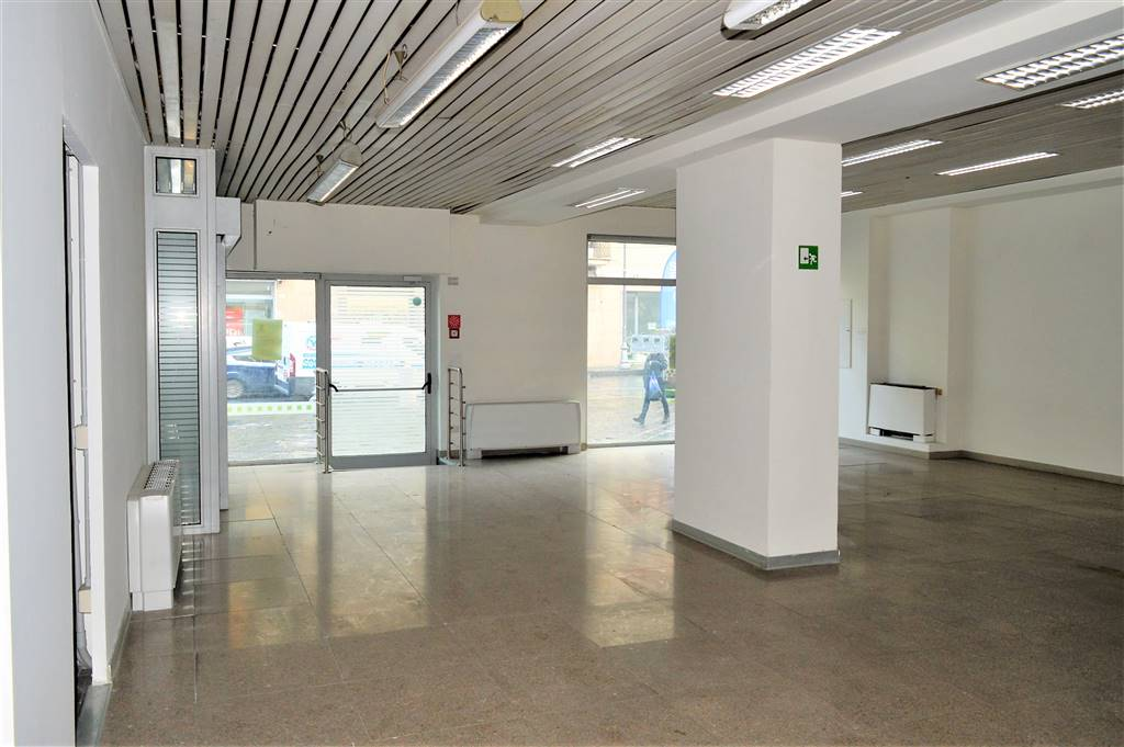 LF206-Locale Commerciale-SANTA-MARIA-CAPUA-VETERE-CORSO-ALDO-MORO