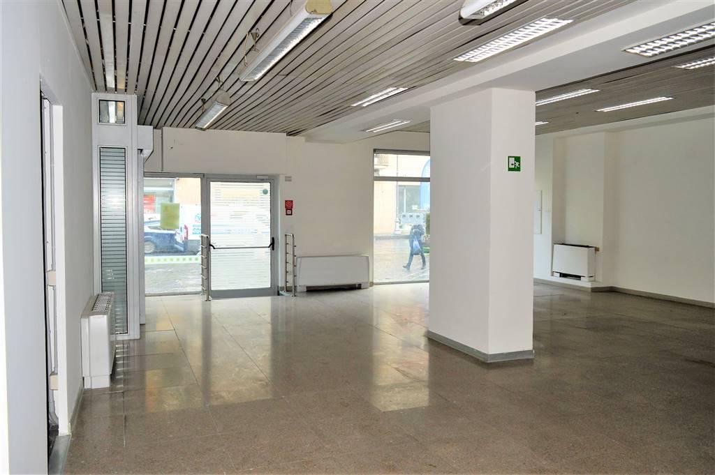 LV047-Locale Commerciale-SANTA-MARIA-CAPUA-VETERE-CORSO-ALDO-MORO