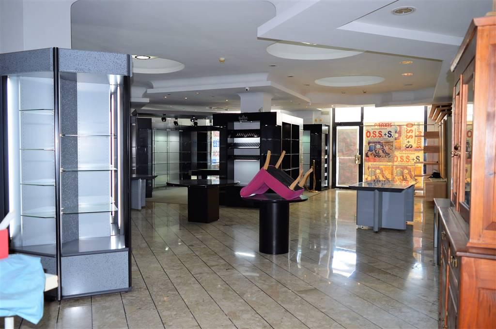 LV048-Locale Commerciale-SANTA-MARIA-CAPUA-VETERE-Via-Caserta