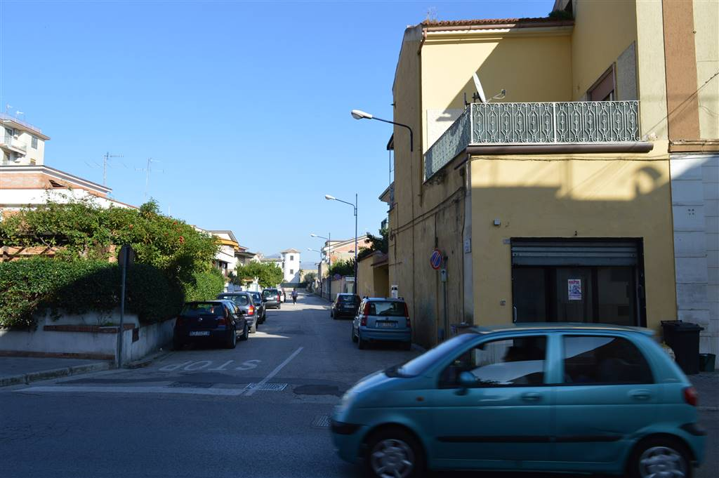 LF123a-Locale Commerciale-CURTI-Viale-Kennedy
