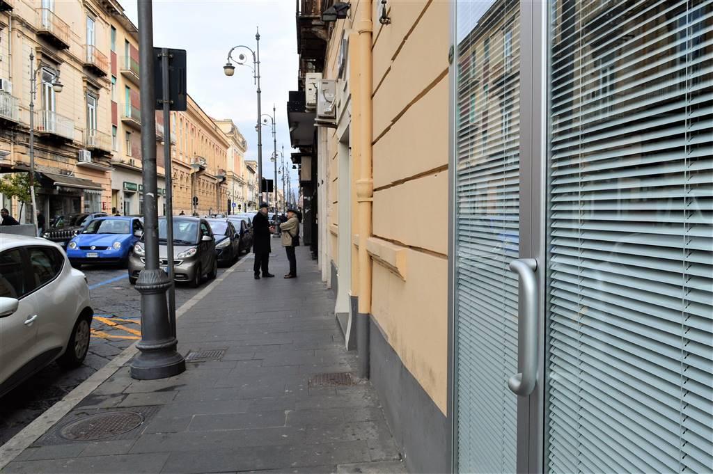 LF146c-Locale Commerciale-SANTA-MARIA-CAPUA-VETERE-Corso-Garibaldi