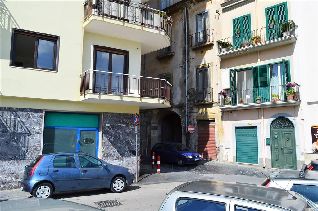 LF176B-Locale Commerciale-SANTA-MARIA-CAPUA-VETERE-Piazza-Mazzini
