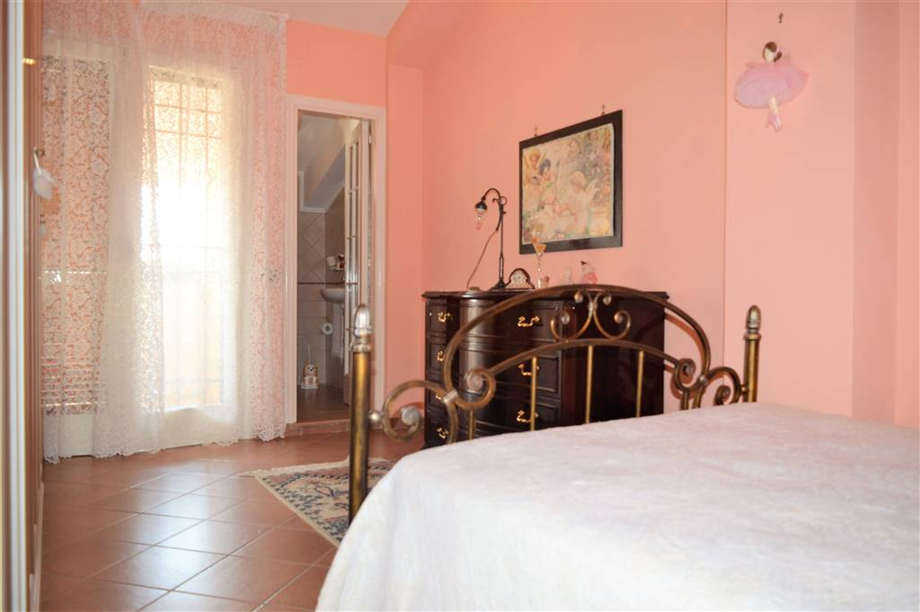 VVC043A-Villa-CASERTA-via-Ruggero-Bonghi