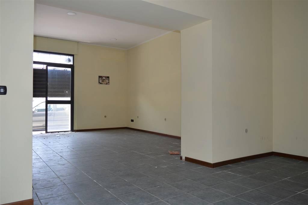 LV049-Locale Commerciale-SANTA-MARIA-CAPUA-VETERE-Piazza-Mazzini