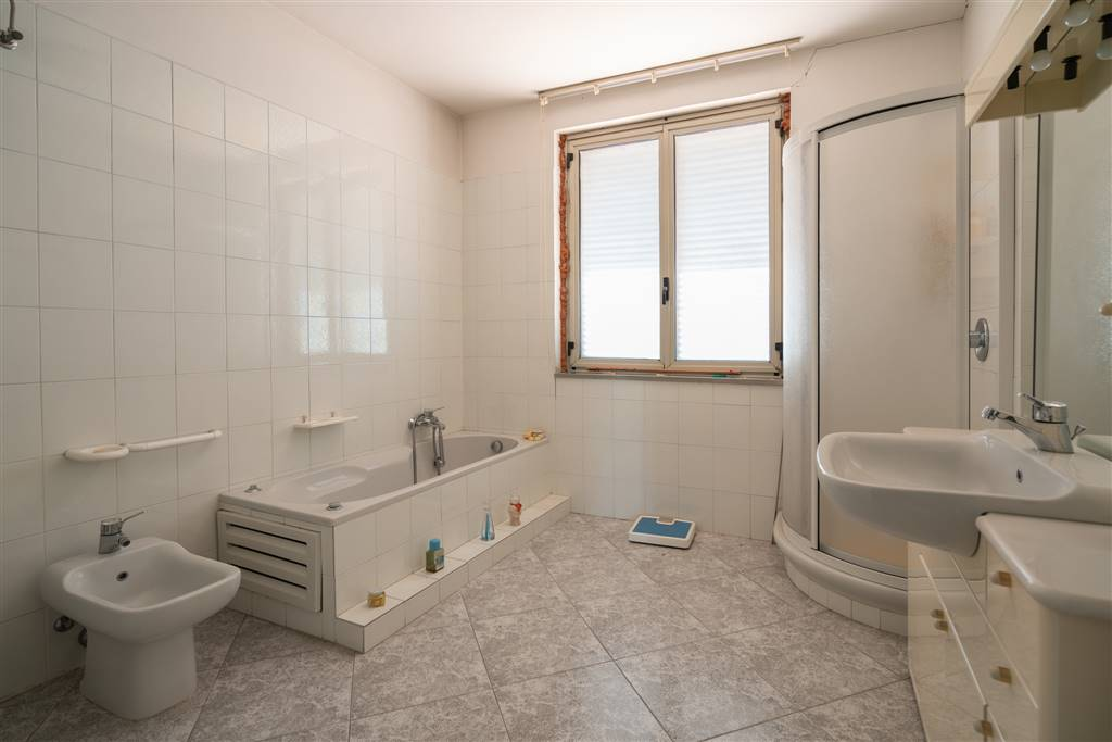 VVC045-Villa-CASERTA-Via-Giovanni-Amendola
