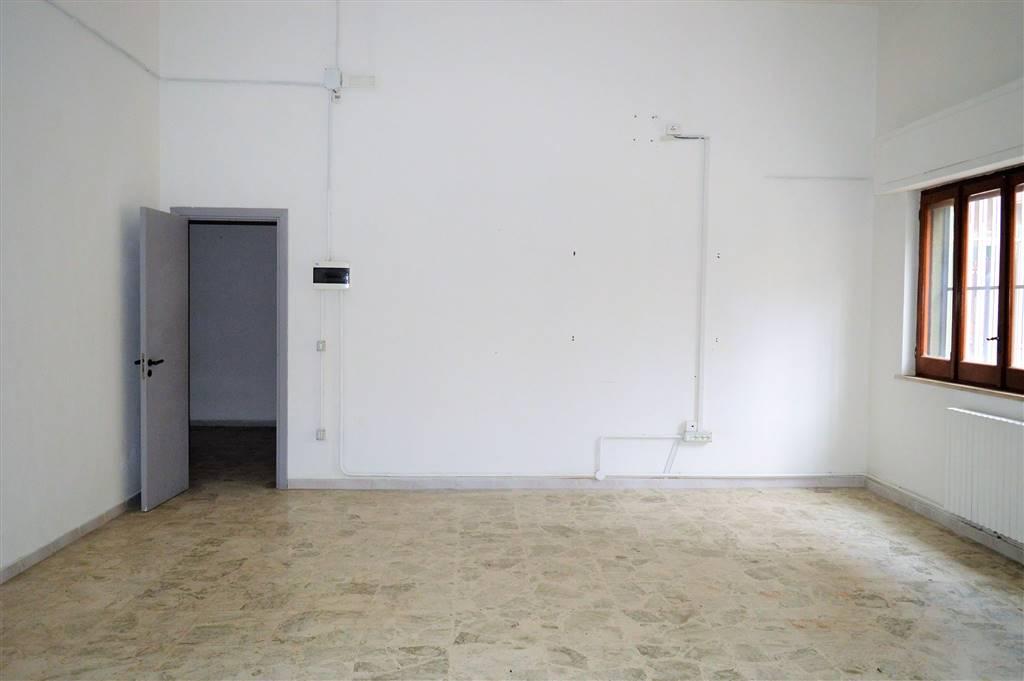 LF190A-Locale Commerciale-SANTA-MARIA-CAPUA-VETERE-via-vittorio-emanule-II
