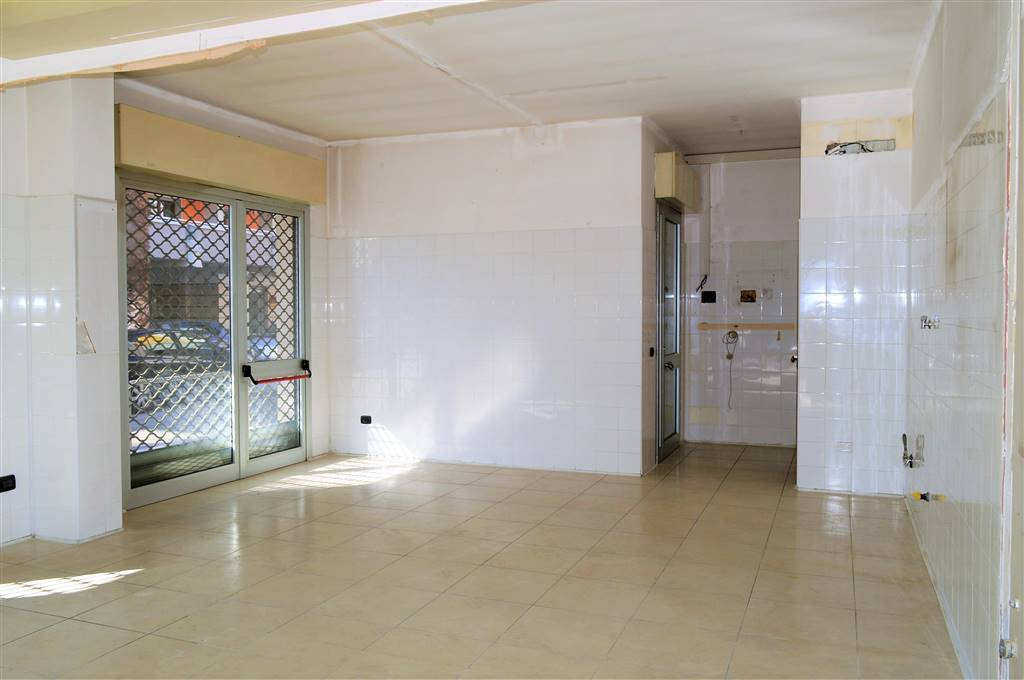lv050-Locale Commerciale-SAN-PRISCO-via-Agostino-Stellato