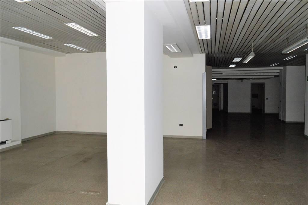 LV047A-Locale Commerciale-SANTA-MARIA-CAPUA-VETERE-Corso-Aldo-Moro