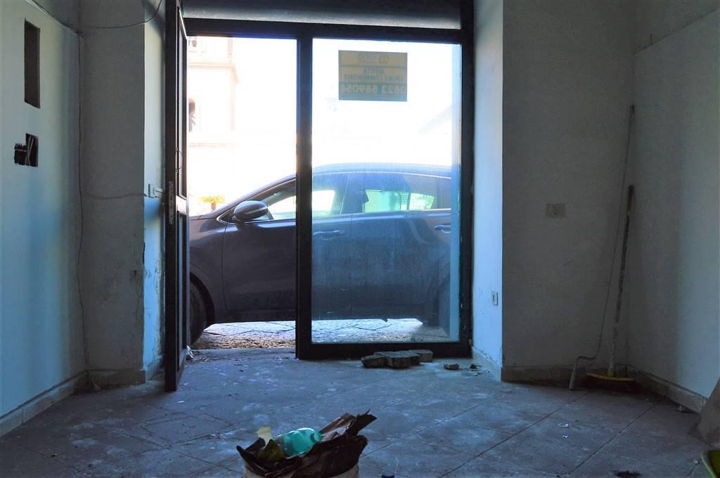 LF214A-Locale Commerciale-SANTA-MARIA-CAPUA-VETERE-Via-Mazzocchi