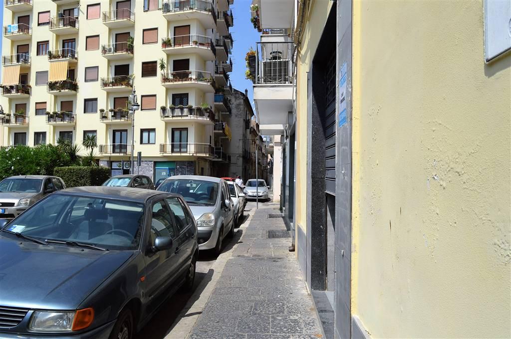 LV049A-Locale Commerciale-SANTA-MARIA-CAPUA-VETERE-Piazza-Mazzini