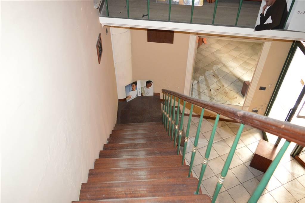 LF117D-Locale Commerciale-SANTA-MARIA-CAPUA-VETERE-Via-Antonio-Gramsci
