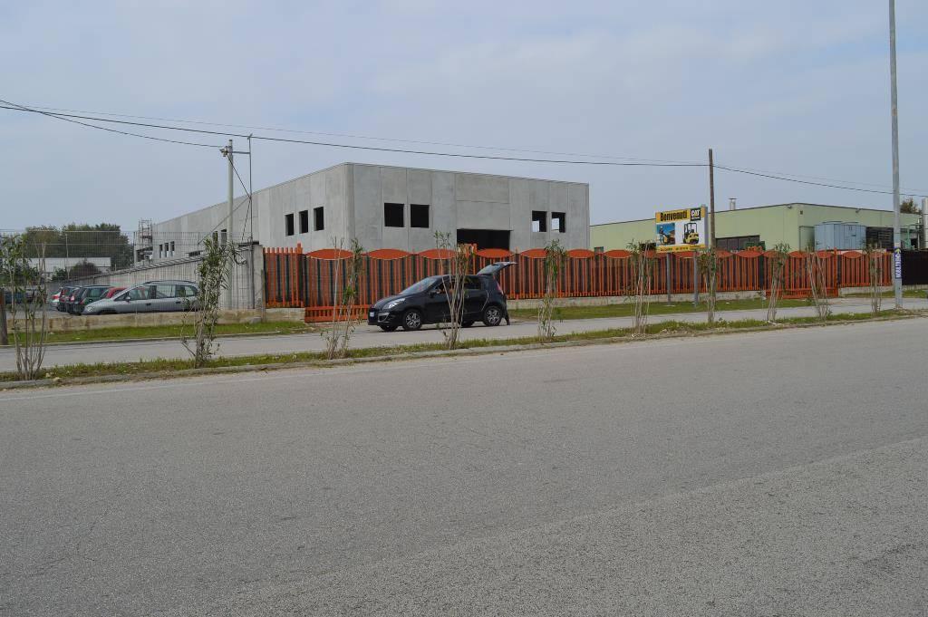 CF123A-Capannone-TEVEROLA-Strada-consortile