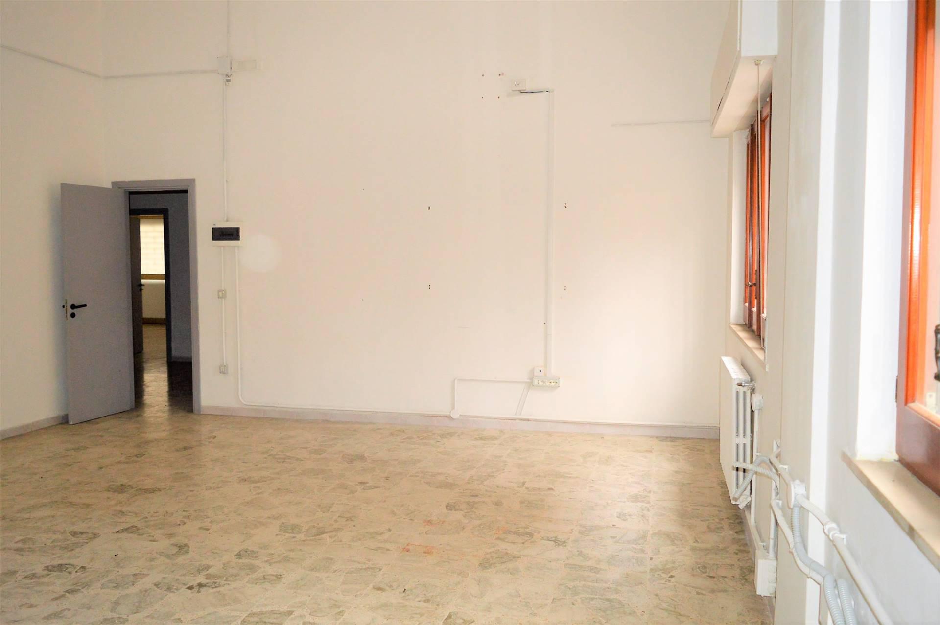 LF190C-Locale Commerciale-SANTA-MARIA-CAPUA-VETERE-Via-Vittorio-Emanuele-II