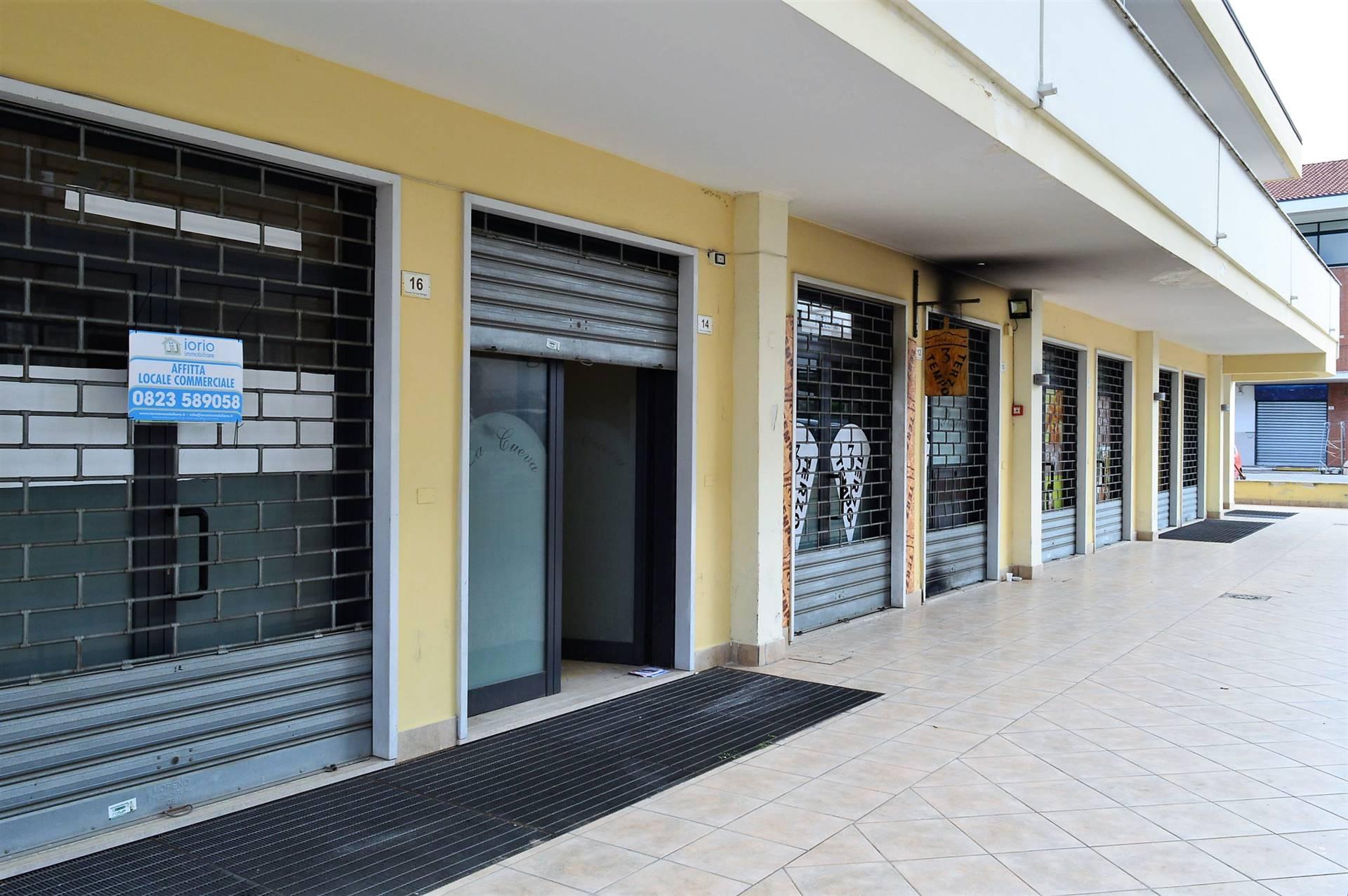LV042C-Locale Commerciale-SANTA-MARIA-CAPUA-VETERE-Via-Gran-Bretagna