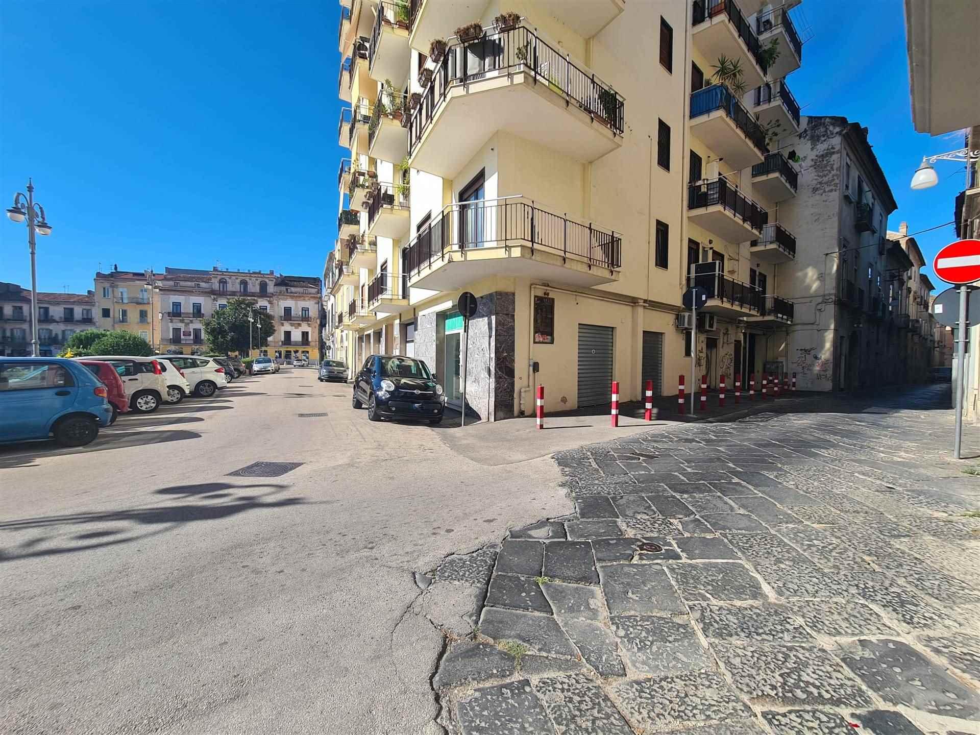 LF176C-Locale Commerciale-SANTA-MARIA-CAPUA-VETERE-Piazza-Mazzini