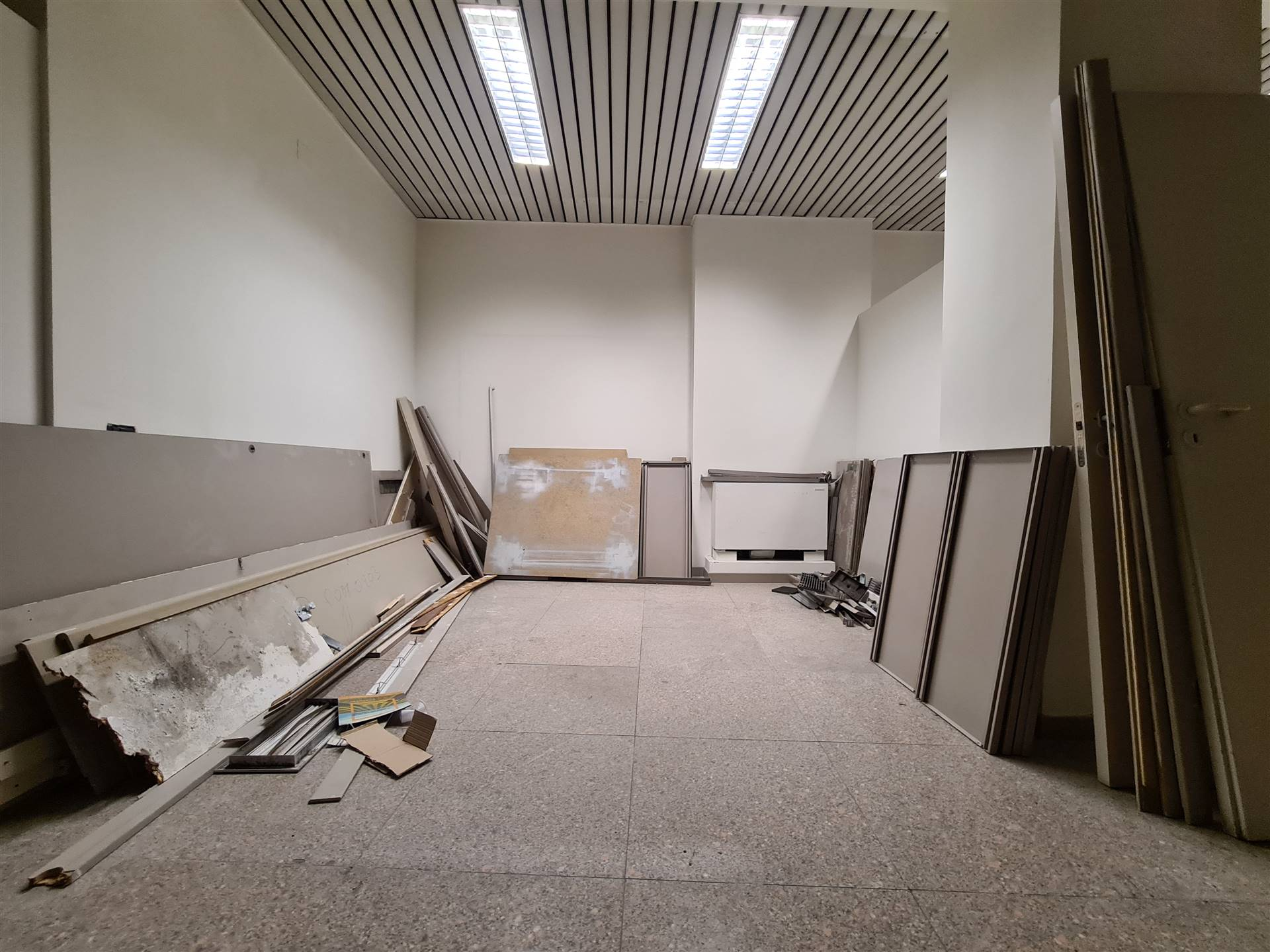 LF236-Locale Commerciale-SANTA-MARIA-CAPUA-VETERE-Corso-Aldo-Moro