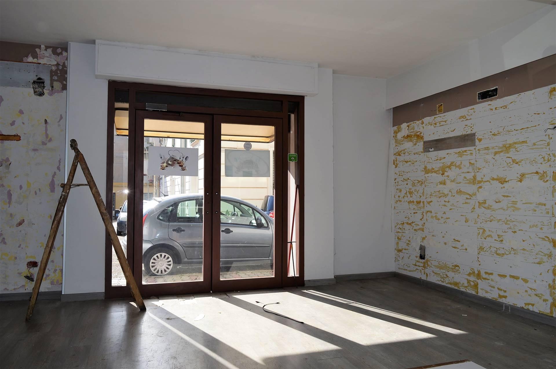 Negozio / Locale in affitto a Santa Maria Capua Vetere, 1 locali, prezzo € 500   CambioCasa.it