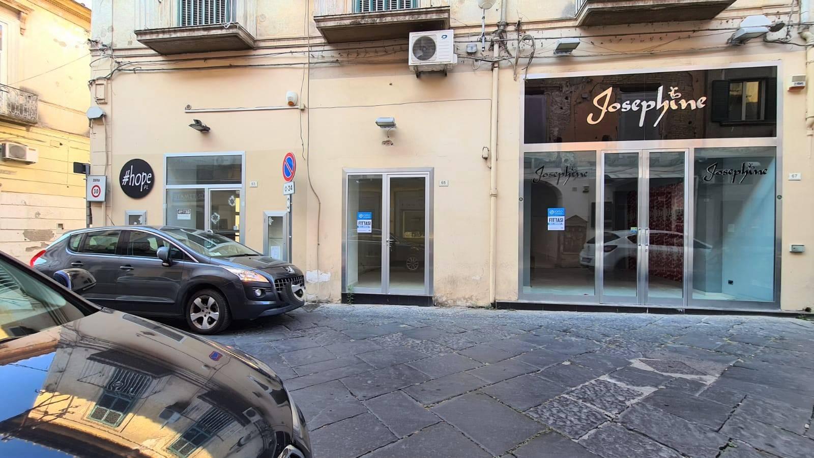 LF235A-Locale Commerciale-SANTA-MARIA-CAPUA-VETERE-Via-Mazzocchi