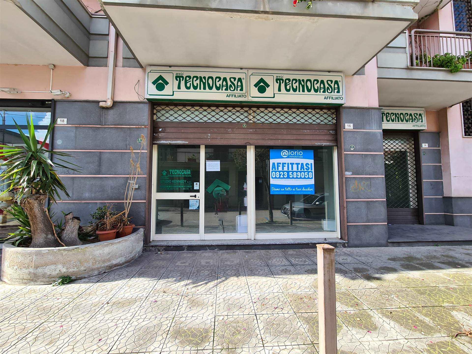 Negozio / Locale in affitto a Santa Maria Capua Vetere, 2 locali, prezzo € 750   CambioCasa.it